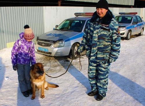 Ребятам рассказали о том, на что способна служебная собака. Полицейские провели для юнармейцев необычную экскурсию