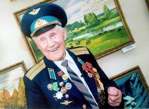 В преддверии 99-летия. Ветеран Великой Отечественной из села Долгодеревенское за долгую жизнь написал более шести сотен картин
